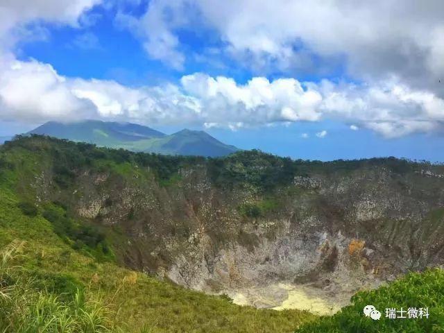 托莫洪地区观景台美娜多城市风光及火山